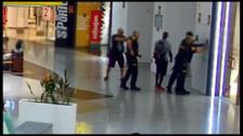 Así fue la espectacular detención de los fugitivos más peligrosos de Suecia en un centro comercial de Málaga