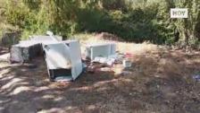 Arcones, congeladores llenos de comida y muebles en el cauce de Lobón