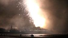 El cielo de Gijón nubla la gran Noche de los Fuegos