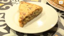 Así se prepara la 'tortilla rústica', ganadora del Campeonato de Tortillas de Gijón 2020