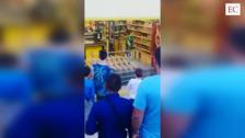 Alarma en un supermercado de Avilés por un joven que irrumpió con un arma falsa